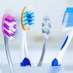 1.-Reinigung-mit-normaler-Zahnbuerste