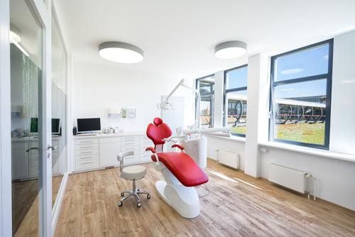 Behandlungsraum in der Praxis Dörfer Potsdam Stern-Center
