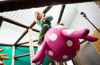 Kletterspaß für Kinder bei Dörfer Kieferorthopädie Potsdam Zentrum