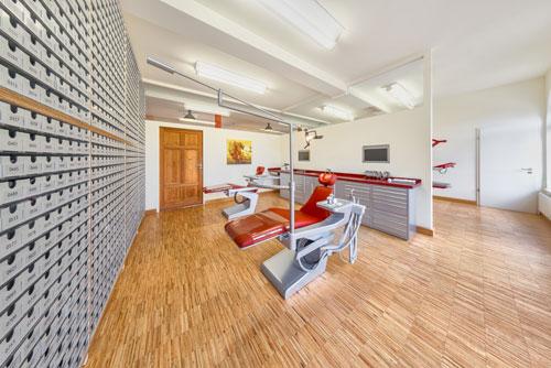 Behandlungszimmer für Erwachsene und Kinder